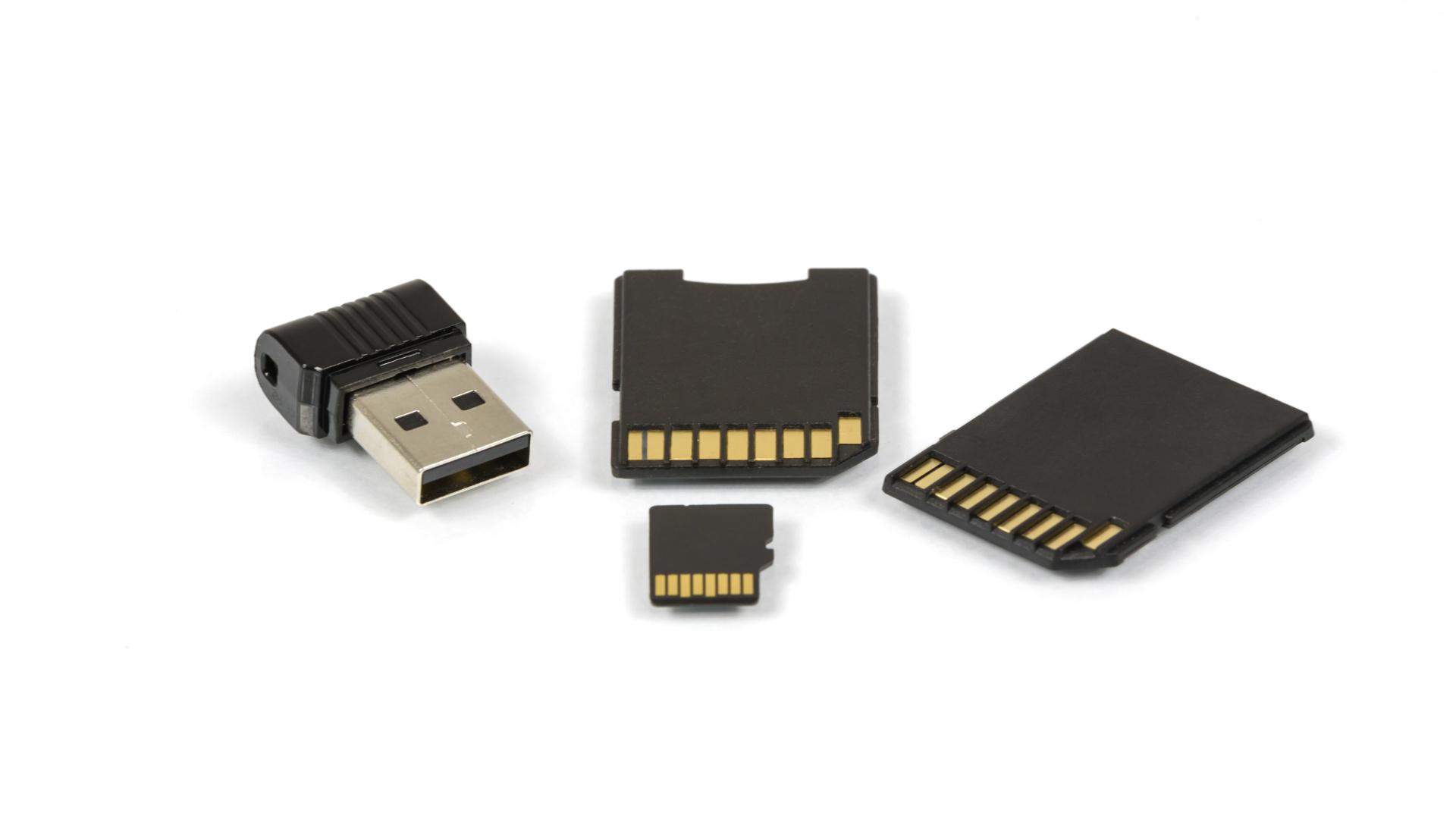 manieren van opslag: USB-stick, SD-kaart